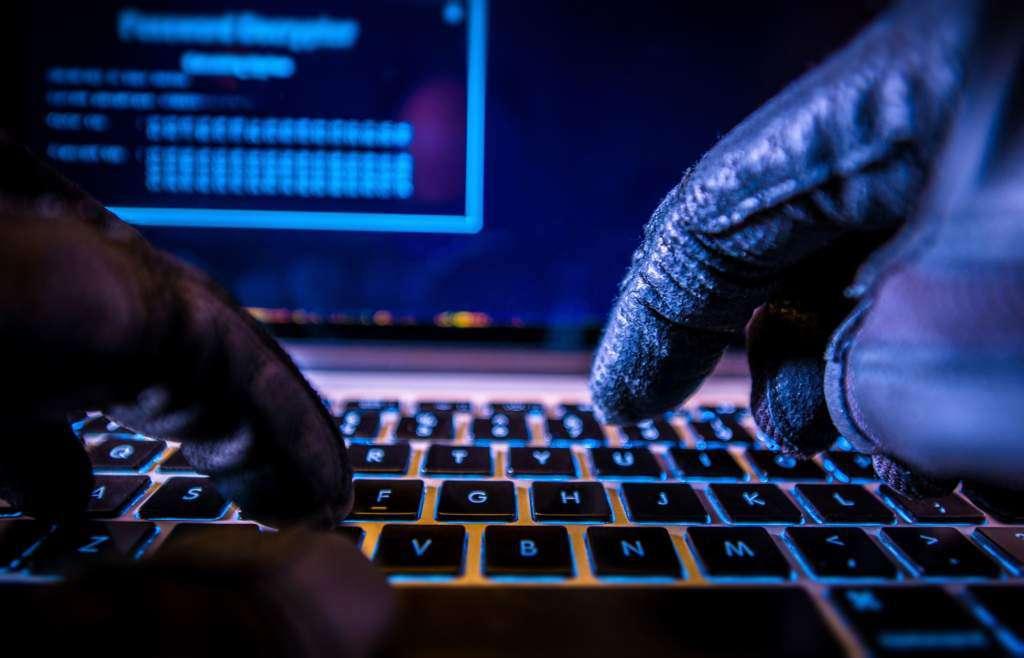 karty-illuminatów-haker.jpg