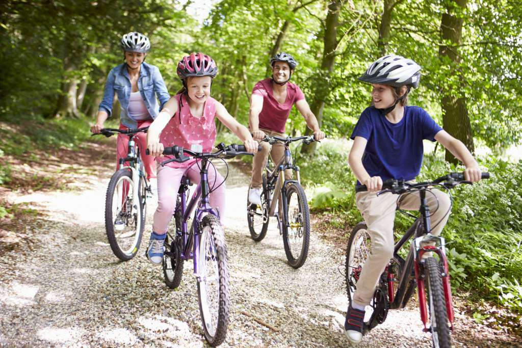 jazda-na-rowerze-rodzina.jpg