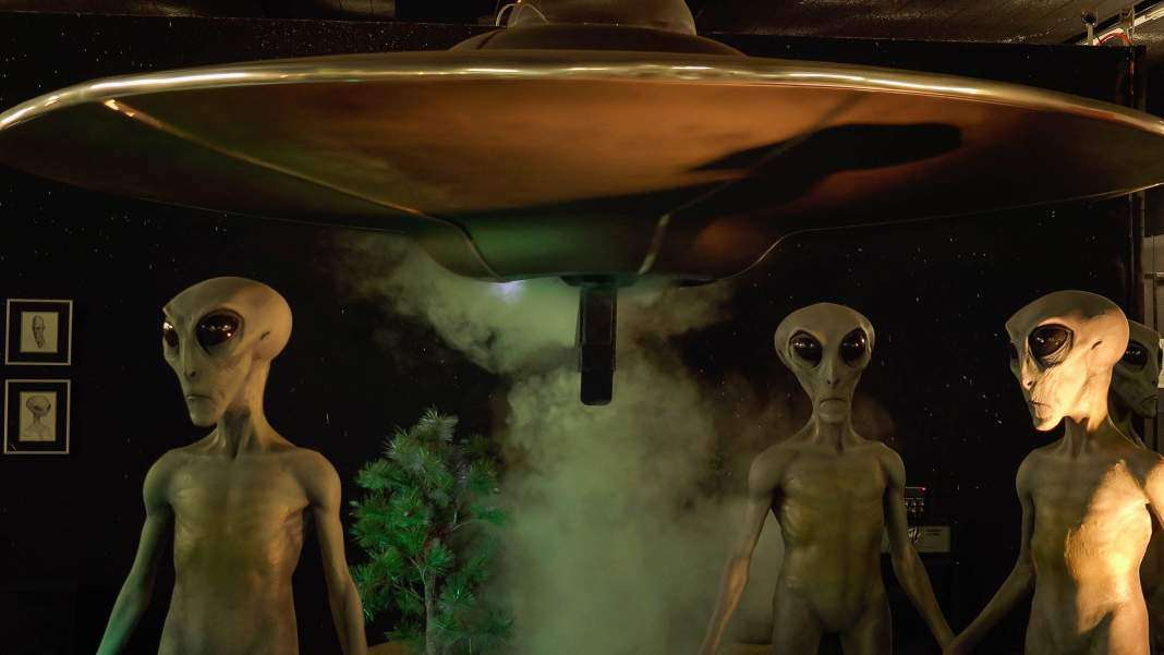 a discussion on the existence of aliens and unidentified flying objects A discussion about unidentified flying objects 1,155 words  an essay on the existence of extra terrestrials, ufo's and aliens  a discussion on the existence.