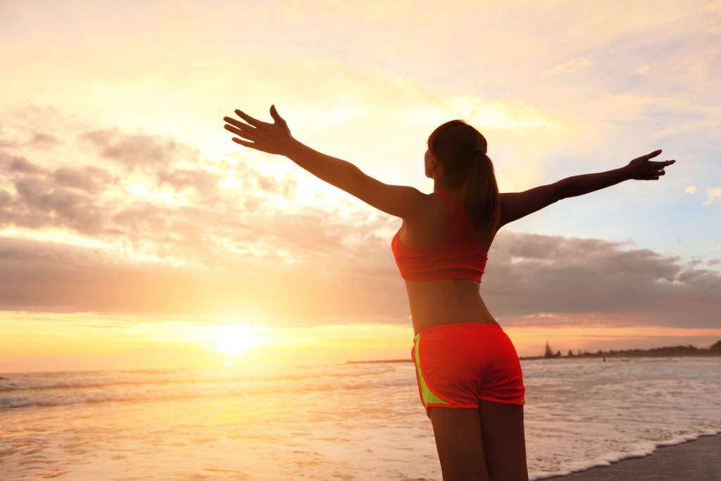 poranek-kobieta-słońce.jpg