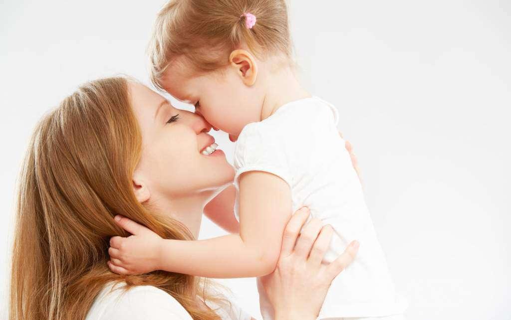 matka-dziecko-dotyk-czułość.jpg