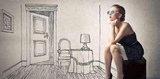 zamyślona-kobieta-pokój.jpg