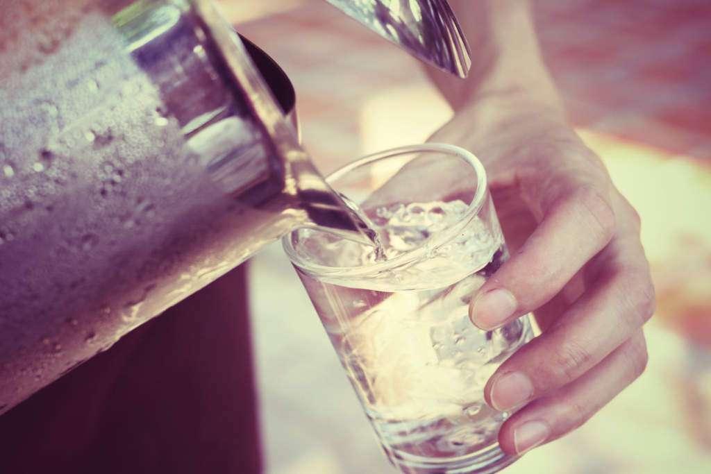 nawodnienie-hydratacja-woda-szklanka.jpg