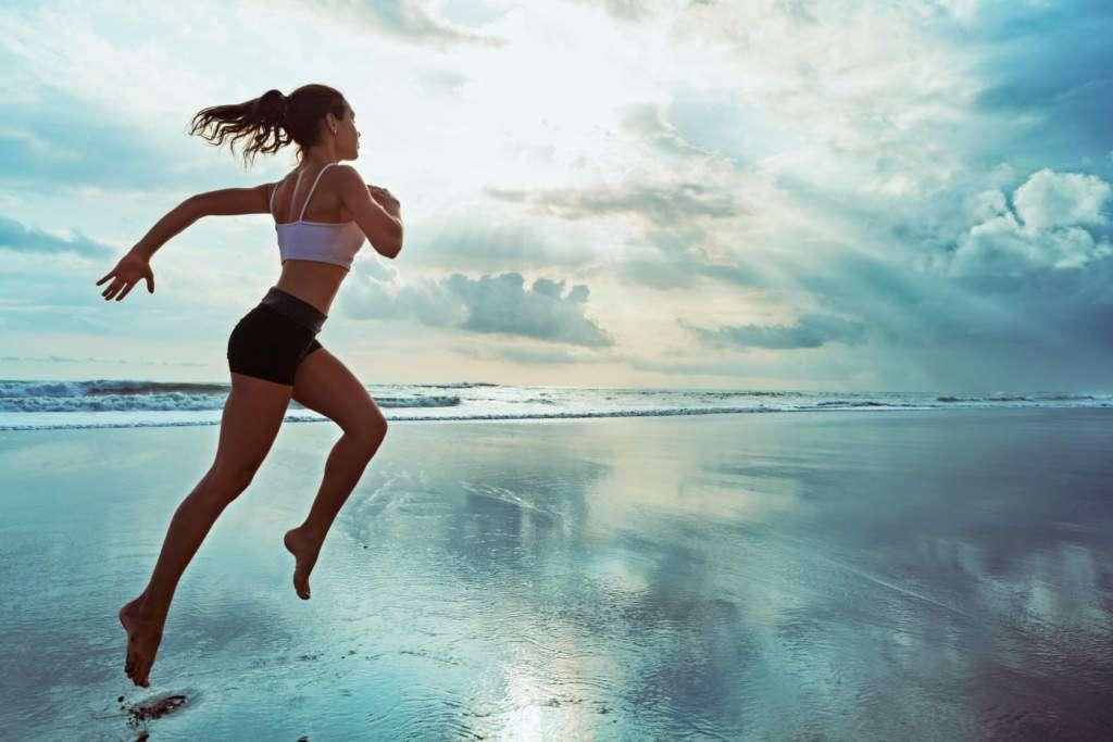 ruch-to-zdrowie-kobieta-ocean.jpg