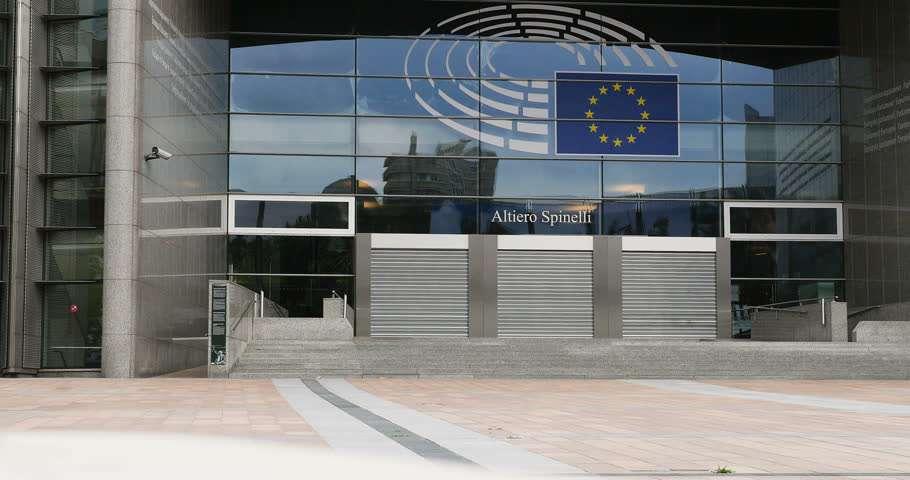 wejście-parlament-UE.jpg