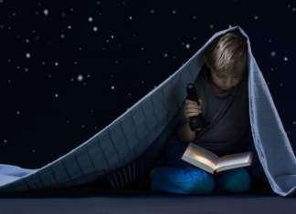 czytanie-książki-dziecko-noc-latarka.jpg