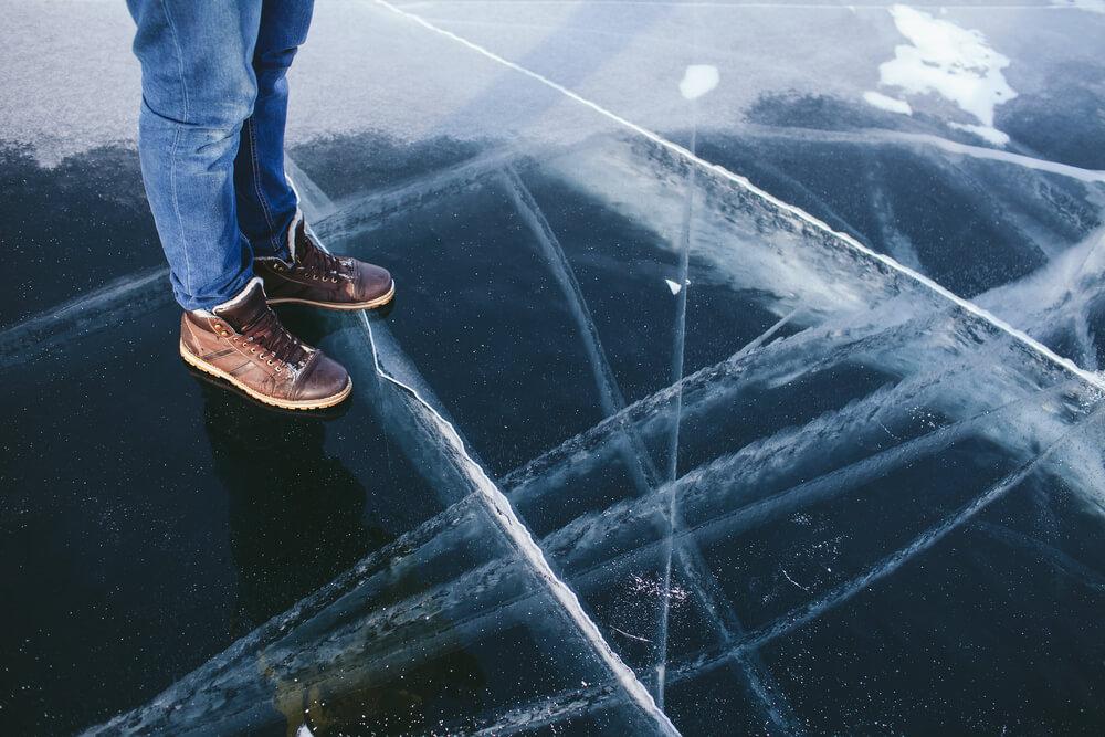 wpadnięcie-pod-lód.jpg