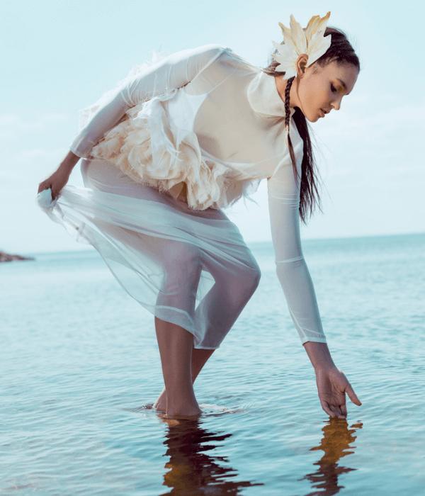 Życiodajna woda piękna kobieta